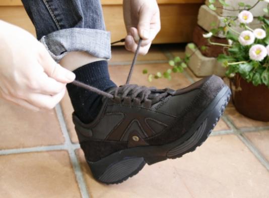SWXアース_靴を履くとき